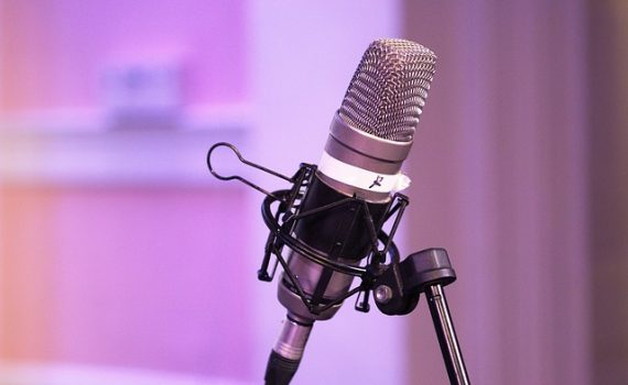 How to Start A Podcast in 4 Easy Steps